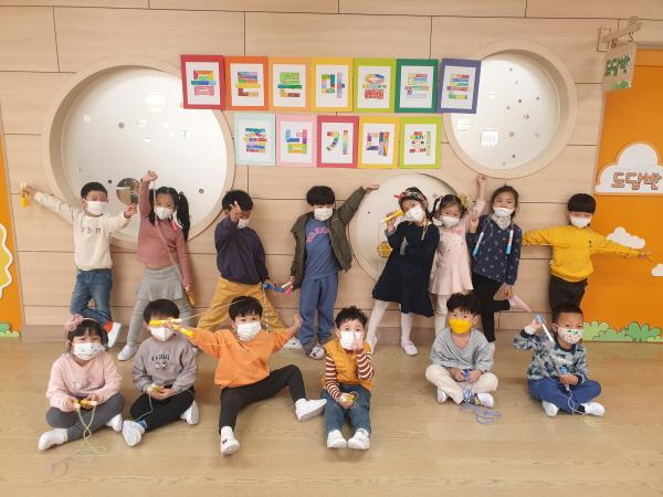 크기변환_사본 -김천동신초등학교_폴짝 줄넘기로 몸 튼튼_마음 쑥쑥_.jpg