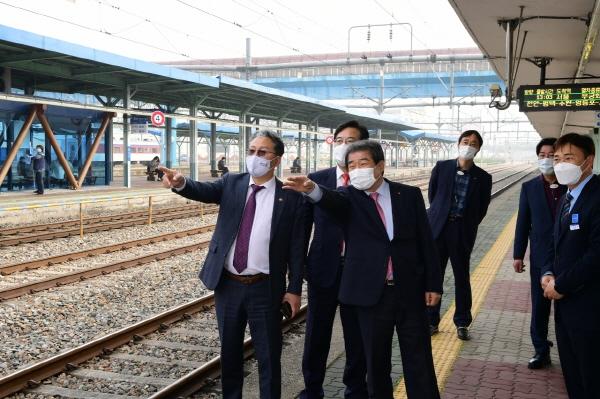 크기변환_사본 -60년된 김천역 증·개축 더 이상 미룰 수 없다-도로철도과(사진1).jpg