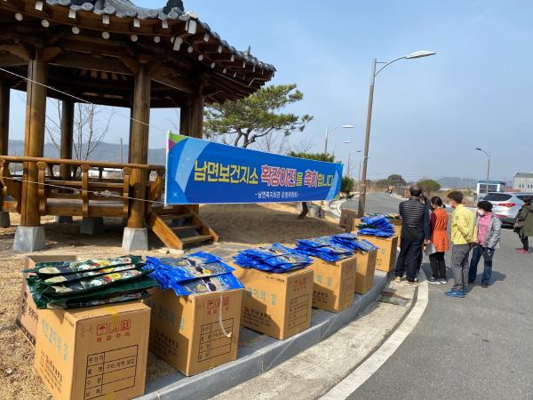 크기변환_사본 -남면 새마을부녀회 미역·다시마 판매행사-남면(사진1).jpg