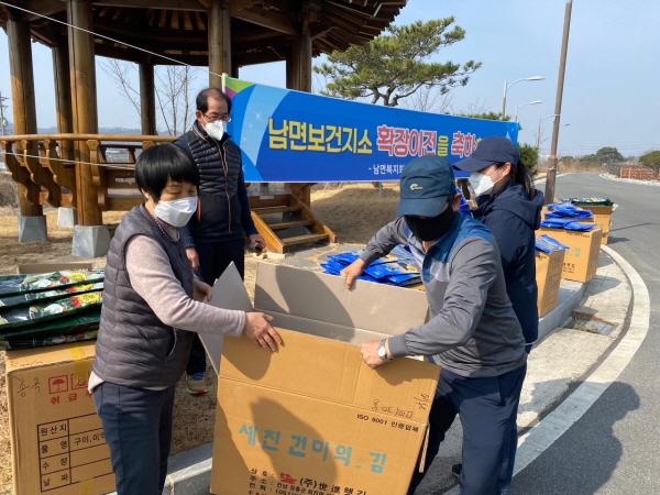 크기변환_사본 -남면 새마을부녀회 미역·다시마 판매행사-남면(사진3).jpg